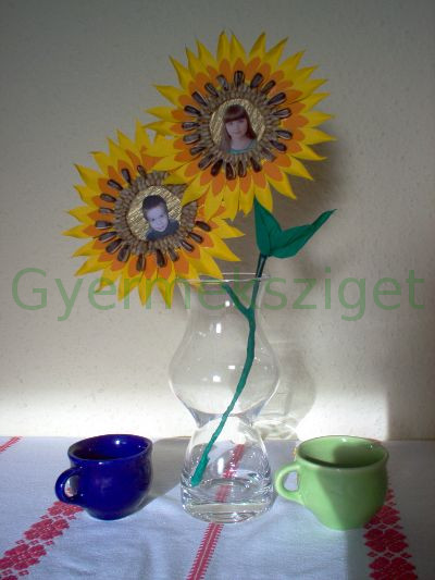 b07919944b Kész is a felejthetetlen ajándék Édesanyánknak, mely vázába rakva mutatós  dísze lesz a lakásnak.